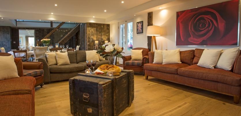 lounge-dining-room-killer-shot-the-drum-barn-corbridge-large-cottages-hot-tub