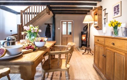 old-woodworkers-cottage-kitchen-real-fie